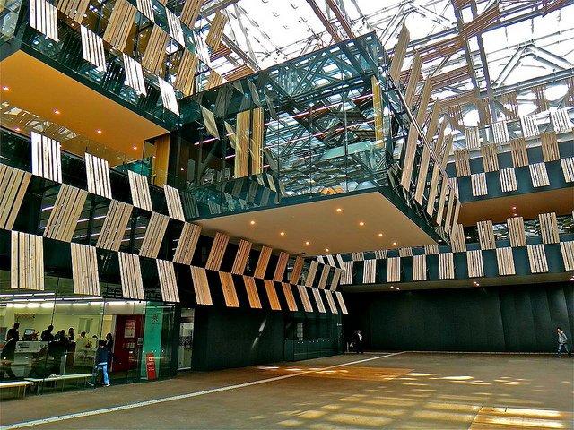 Nagaoka City Hall di Kengo Kuma: il cuore della città torna protagonista