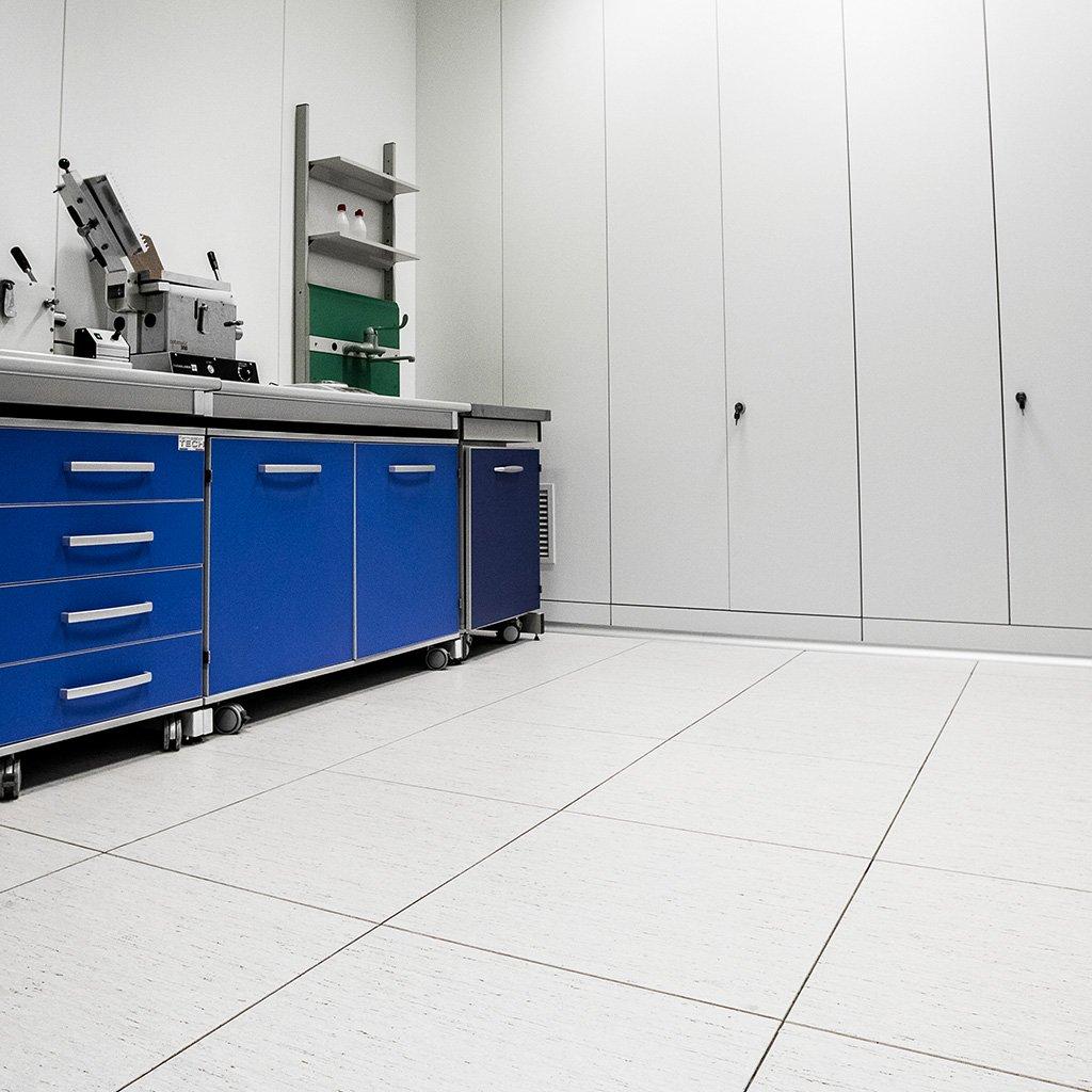 LABfloor - pavimento sopraelevato sigillato finitura in pvc