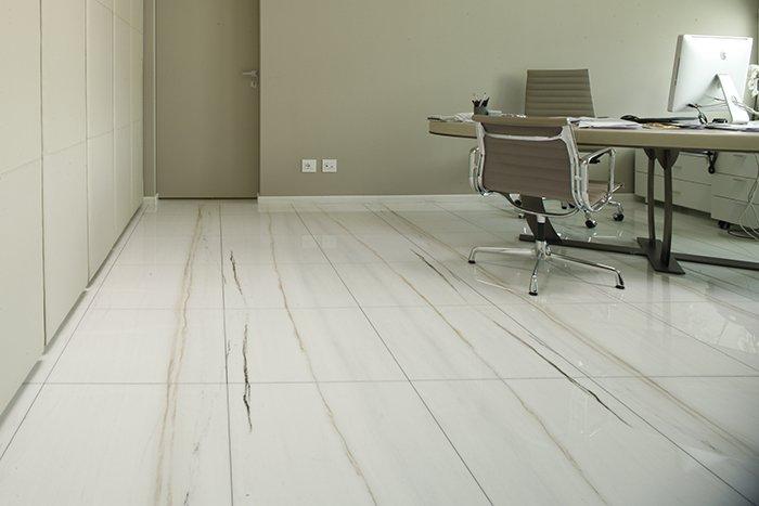 Pavimento sopraelevato finitura marmo per citco for Citco headquarters