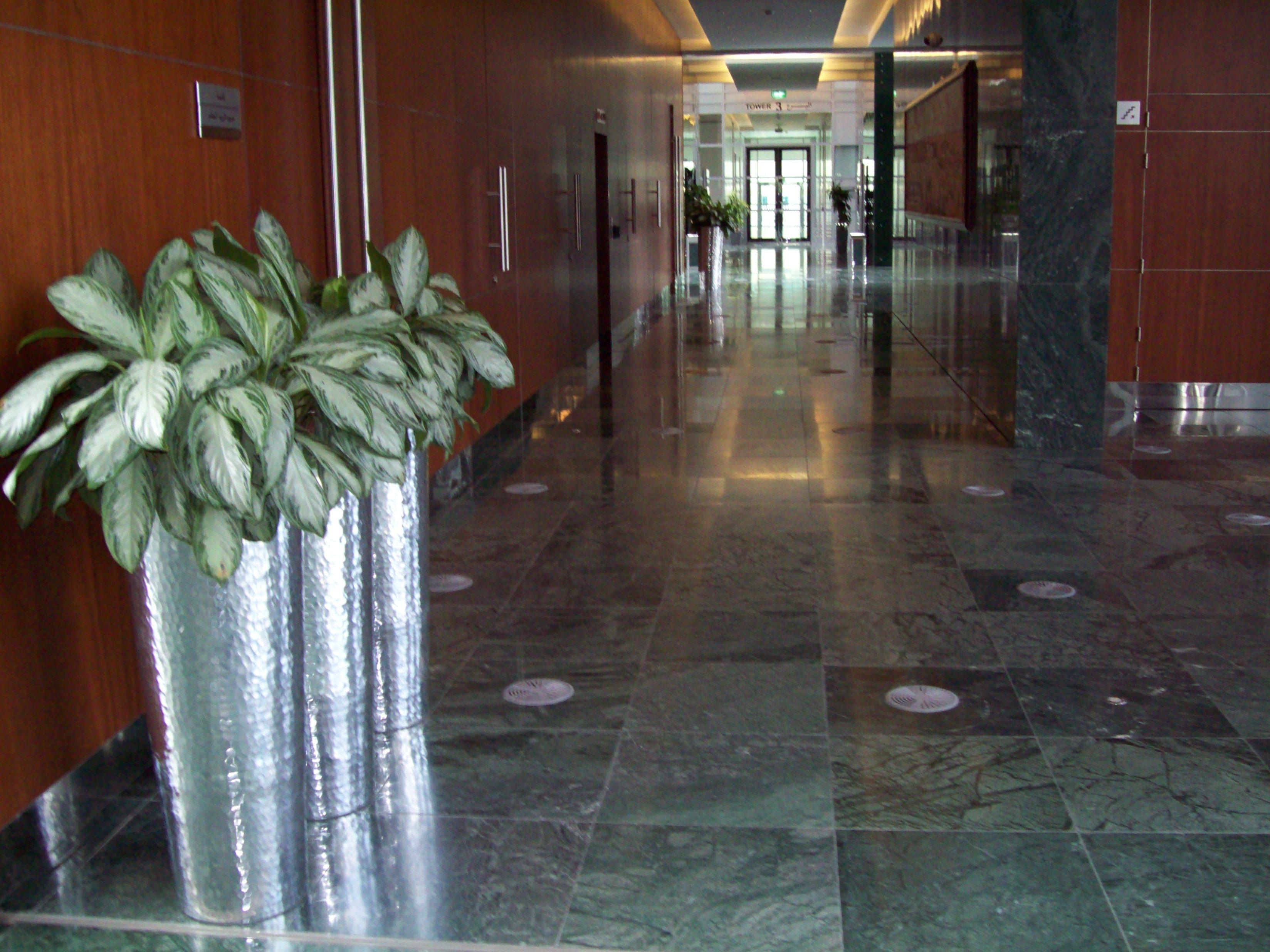 SAB MARMO 008 State Audit Bureau: pavimenti sopraelevati Nesite anche in Kuwait