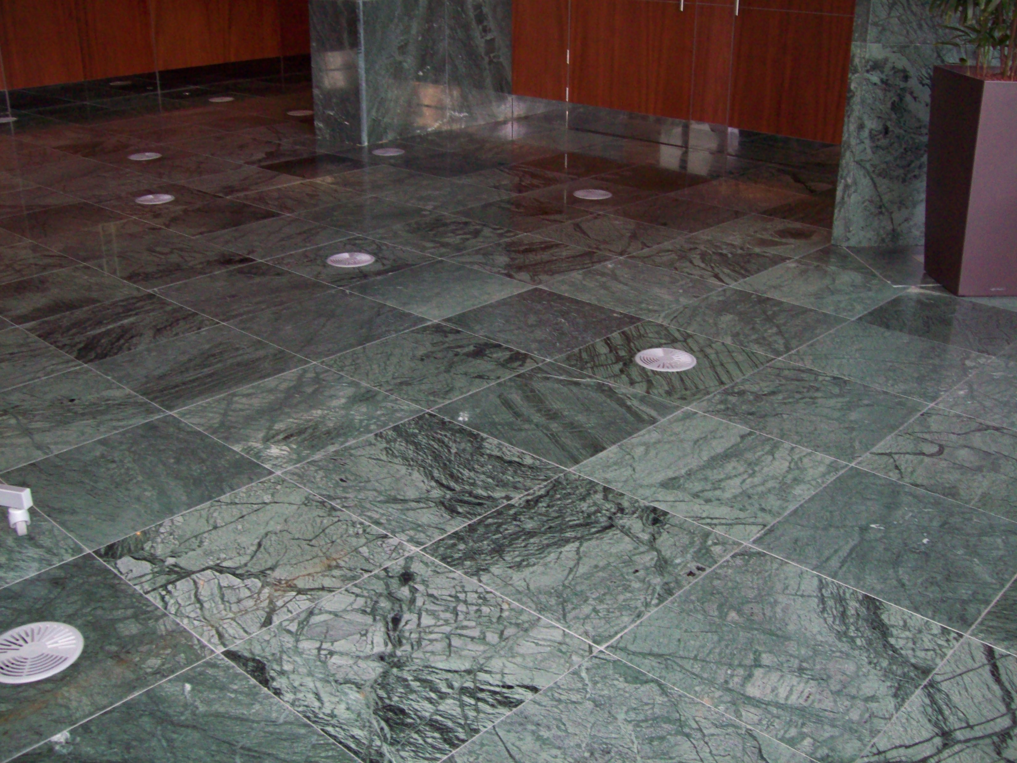 SAB MARMO 012 State Audit Bureau: pavimenti sopraelevati Nesite anche in Kuwait