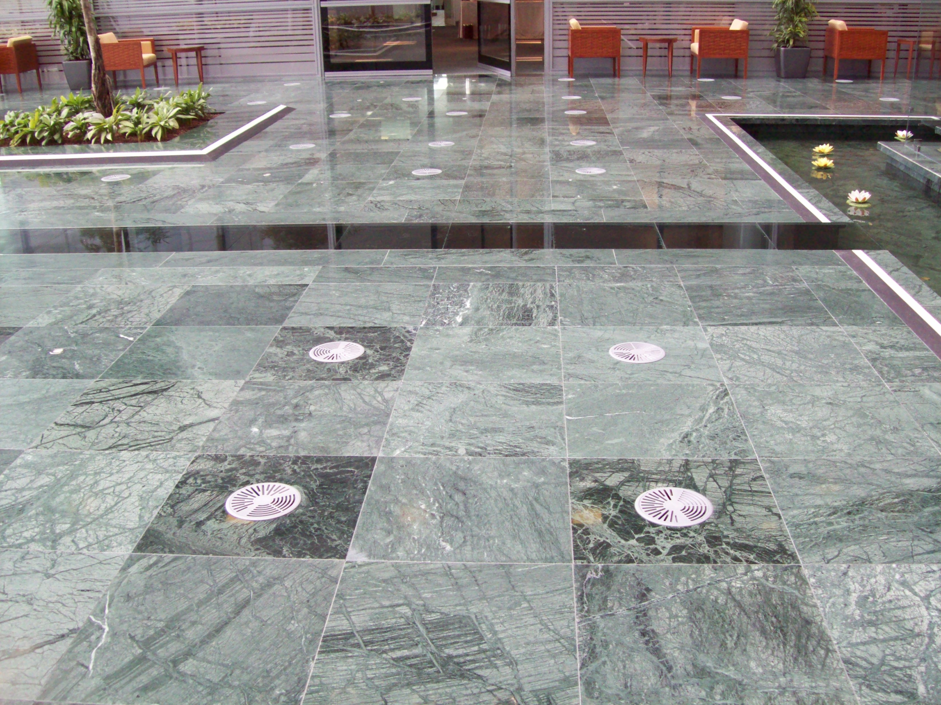 SAB MARMO 015 State Audit Bureau: pavimenti sopraelevati Nesite anche in Kuwait