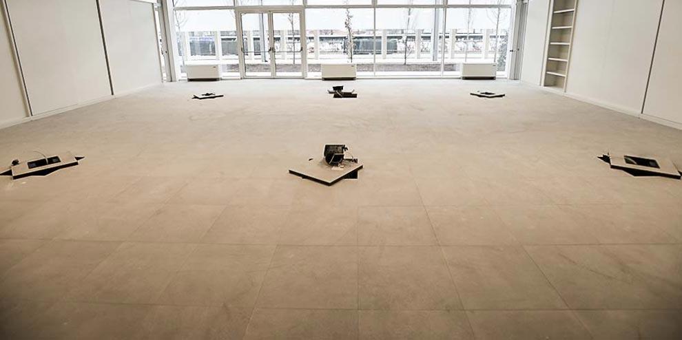 pavimento sopraelevato nesite in ceramica Officina 82 a Mirafiori: Rinascita ed Ecosostenibilità