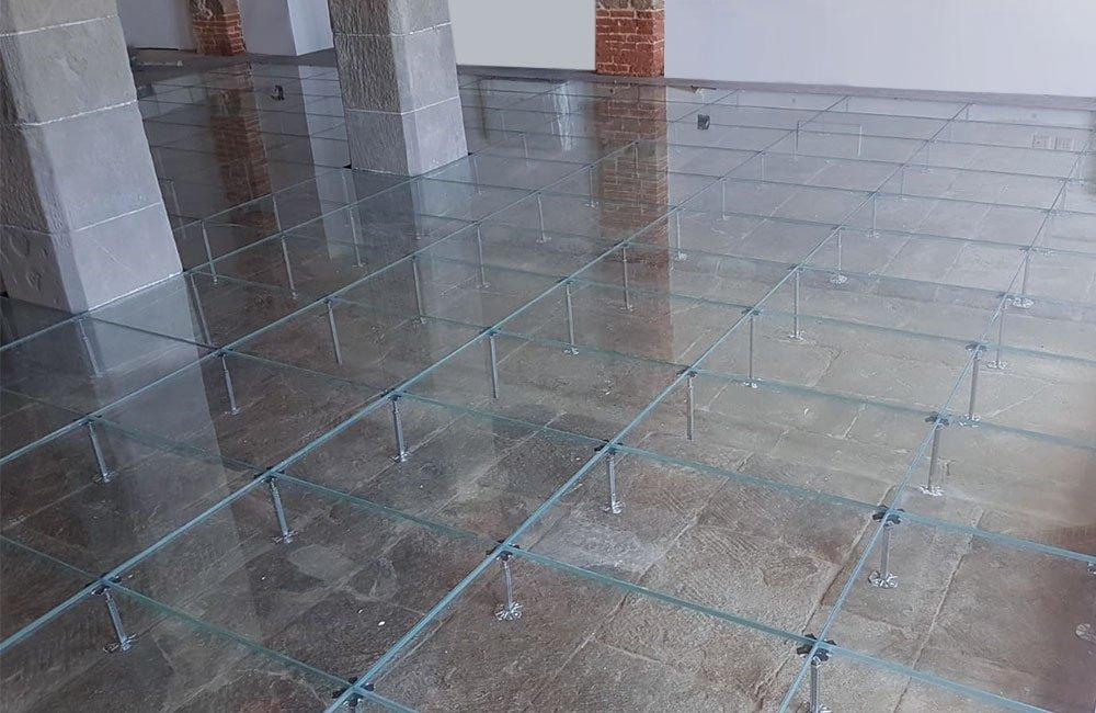 """pavimento flottante in vetro - progetto """"Leopoldine"""""""