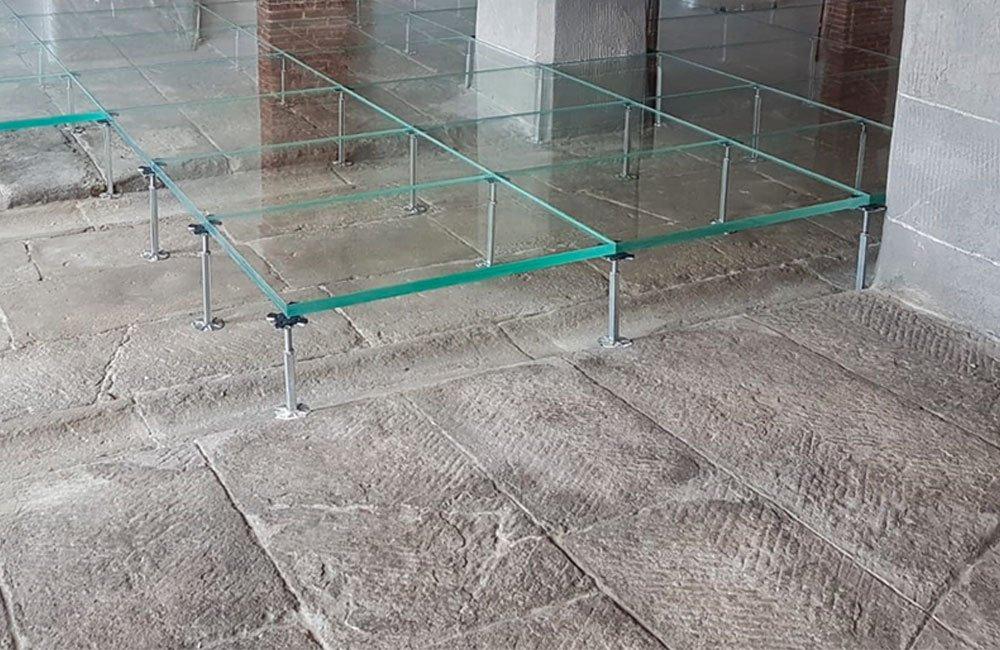 Posa pavimento flottante in vetro