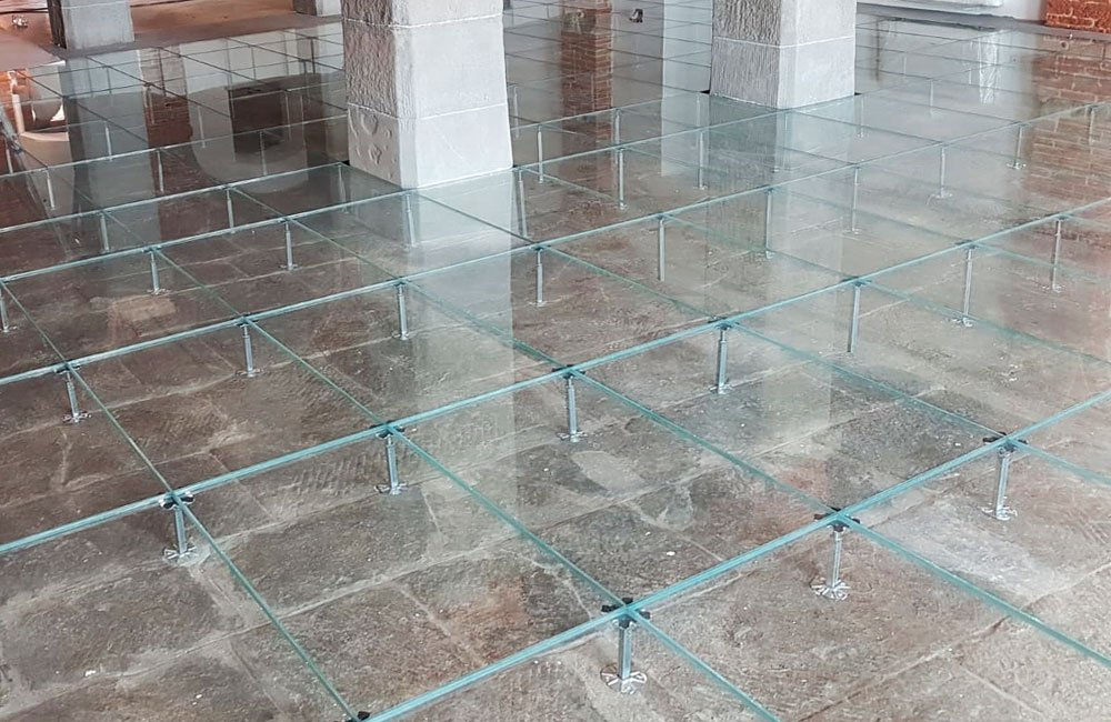 pavimento galleggiante in vetro