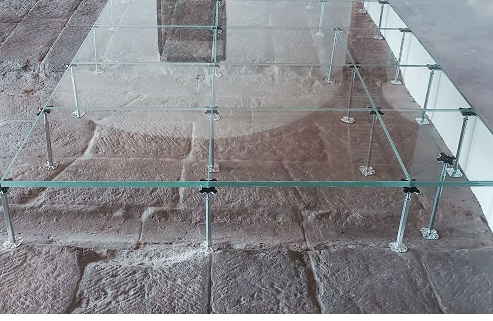 pavimento sopraelevato in vetro Nesite