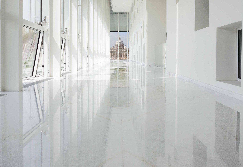 Pavimento sopraelevato in marmo per Citco HQ - Nesite