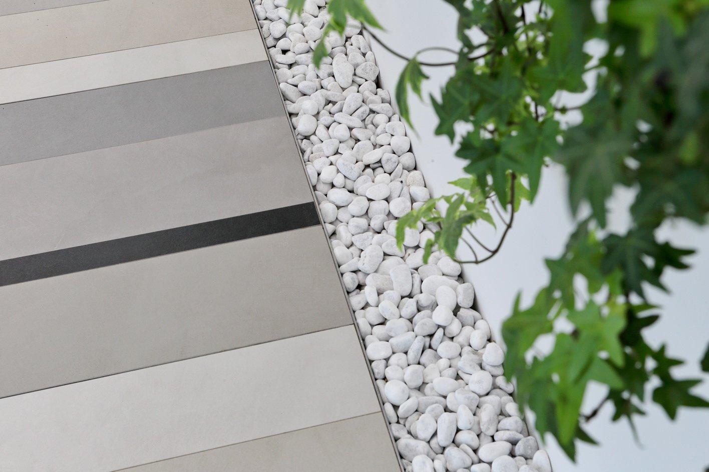 Pavimento sopraelevato in gres porcellanato Nesite
