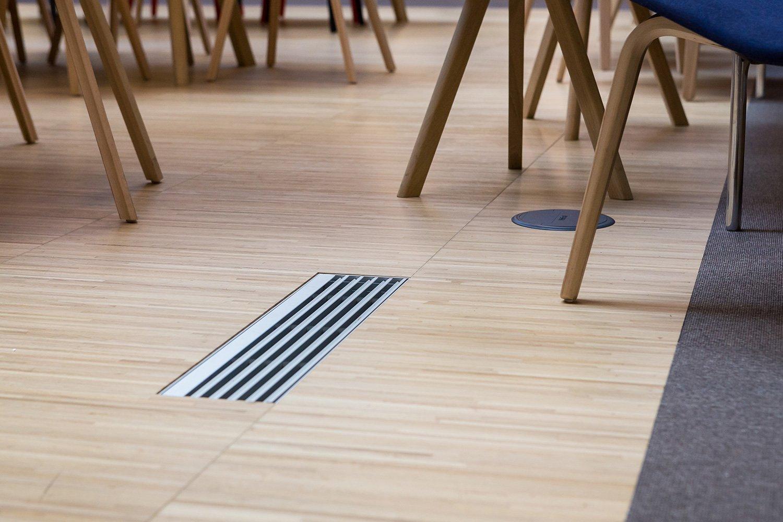 Pavimento sopraelevato in parquet - Wilberg Atrium