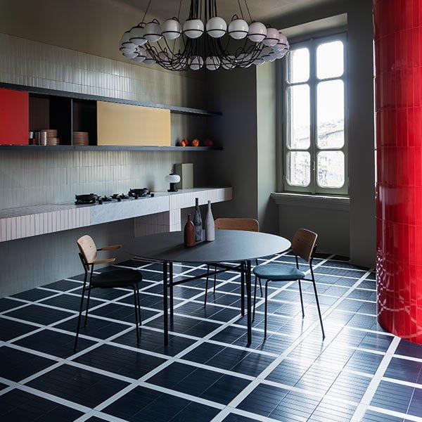 Pavimento in ceramica Nesite - Perfect Darkness di Elisa Ossino